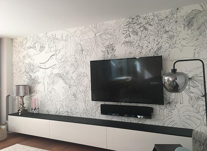 Ohmywall-papier-peint-jungle-tropical-noir-et-blanc-Aline-A-salon-1.jpg